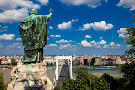 The Monument to Bishop Gellert with cross over Budapest, Hungary Archivio Fotografico