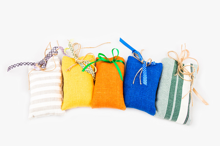bolsita: Decorativos bolsas bolsita textil en el fondo blanco