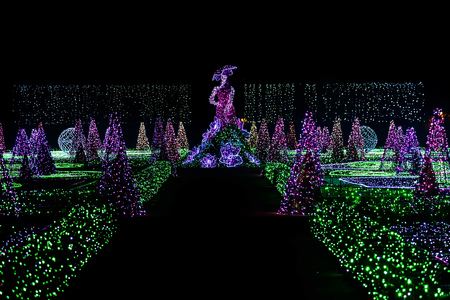 wilanow: Light Show of Woman and Christmas Tree Sculptures in Royal Garden
