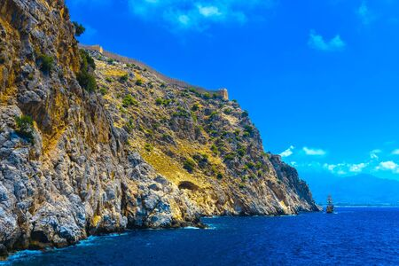 Wall of ancient fortress at rock top in Alanya at sunny day, Turkey Archivio Fotografico