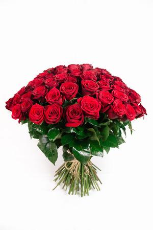 101 赤いバラ白、垂直で隔離の隔離された大きい花束 写真素材