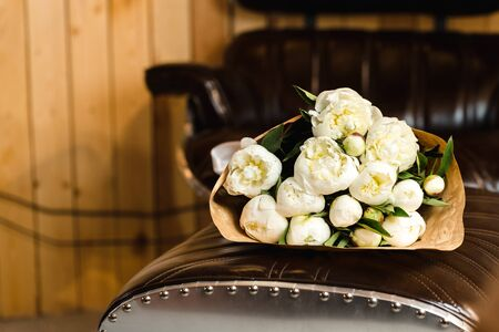 pion: Luxury bouquet of white peonies at interior