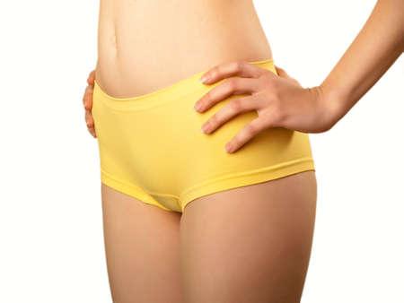 cintura perfecta: Cuerpo femenino perfecto aislado en blanco