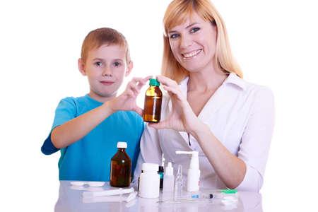 meningococcal: El muchacho en la recepci�n en el m�dico