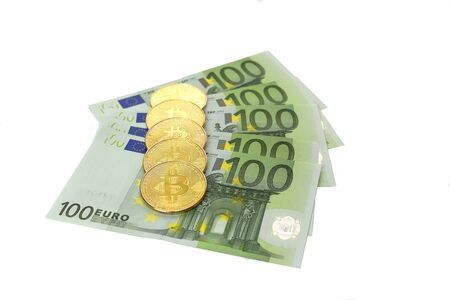 Exchange of bitcoin with banknotes of 100 euros. The course of digital cryptocurrency and European currency. Buying and selling gold bitcoin. White background money lie fan. 写真素材 - 134446786