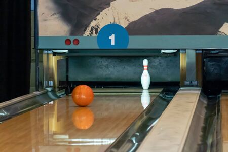Bowling ball rolls along a wooden path to the pins. Banco de Imagens