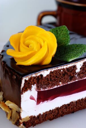 coffee jelly: Cake with marzipan rose
