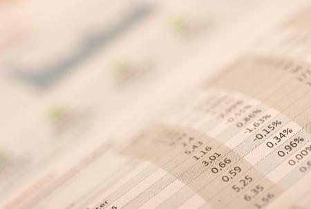 equidad: El dinero y la selección de valores en el periódico Foto de archivo