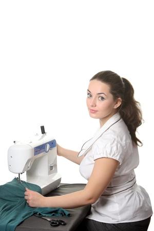 Kobieta seamstress prace nad maszyny do szycia