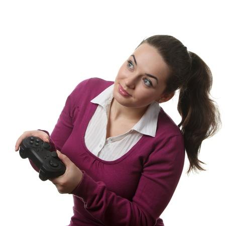 Jeunes femmes jouent wideogame en bo�tier de commande sur le fond blanc isol�