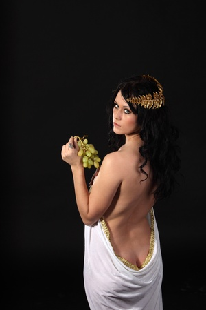 voluptuosa: Godness antiguo con un racimo de uvas