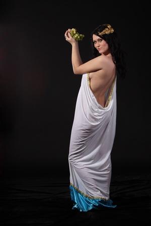 diosa griega: Godness antiguo con un racimo de uvas