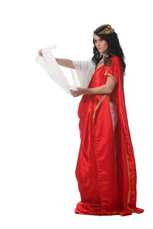 diosa griega: Mujer en un traje de Grecia antigua Lee un desplazamiento