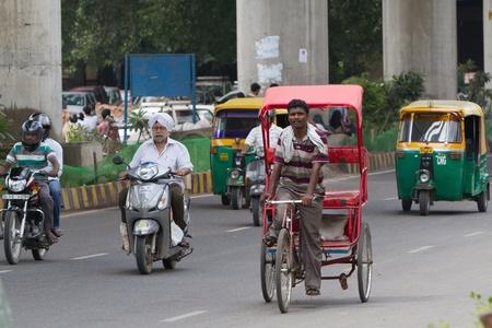 Rower riksza na ulicy w Delhi