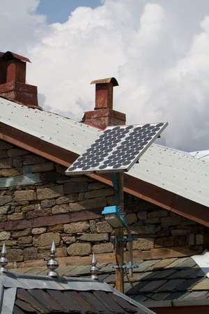 solar panels on the roof of indian house Éditoriale