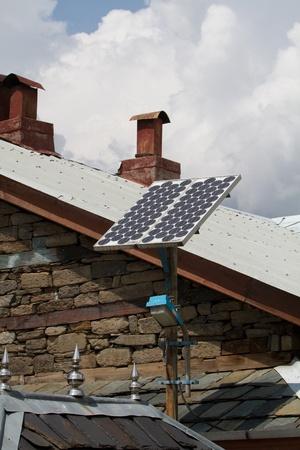 panneaux solaires sur le toit de la maison indien �ditoriale