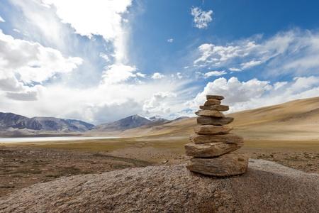 Ladakh. Tibetan cairn in Himalayas Banque d'images