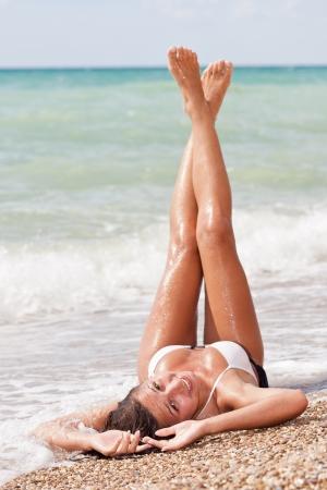 Młoda atrakcyjna dziewczyna weared w bikini
