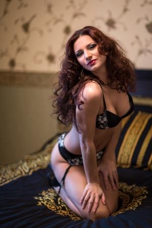 Młoda piękna dziewczyna w seksownej bieliźnie