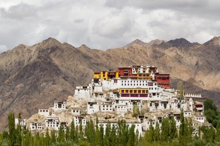 Le temple bouddhiste pittoresque dans la province du Ladakh dans l'Himalaya indien Banque d'images