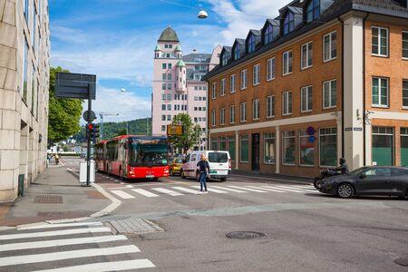 semaforo peatonal: Oslo, Noruega-5 de julio: calles City 5 de julio de, 2016 Oslo, Noruega. calles de la ciudad a la luz del d�a.