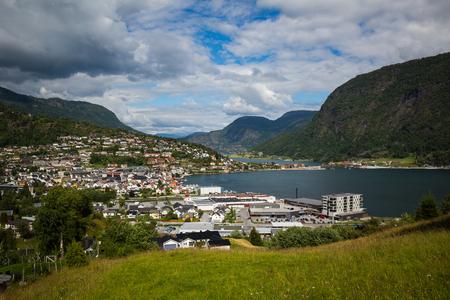 paso de peatones: SOGNDAL, NORWAY-JULY 14: Wood house July 14, 2016 in Sogndal, Norway. Norway houses.