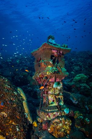 Tempio subacqueo su Bali. Indonesia Archivio Fotografico - 80824492