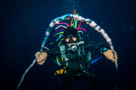 The scuba diver blows the air rings