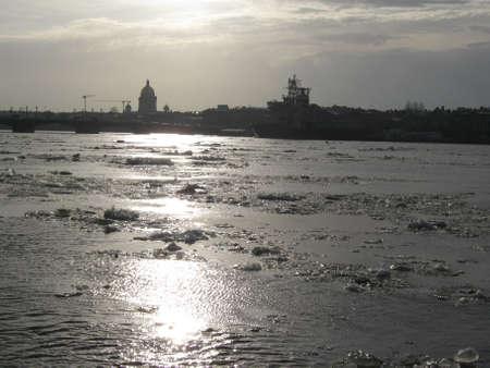 Sint-Petersburg Spring Neva Drifting van ijs Stockfoto