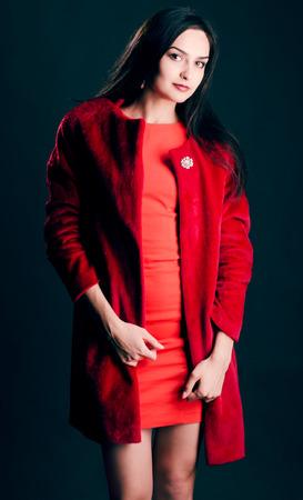 Gyönyörű nők a stúdióban ruhák, elegancia Belorusszia