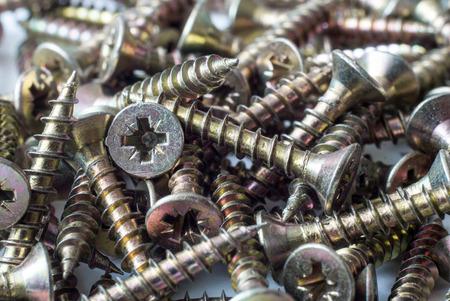 tornillos: Primer tornillos. Construcci�n. Hardware. Talla en tornillos autoperforantes de metal.