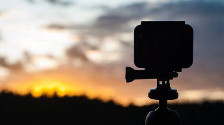 Shooting on the sunset / sunrise action camera (TimeLaps). Observation of the natural phenomenon while traveling Banque d'images