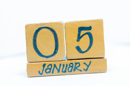 January 5th. Day 5 of month, handmade cube wooden calendar. Winter time, year concept Banco de Imagens