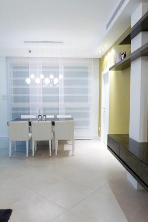 Woonkamer met meubels in een nieuw huis