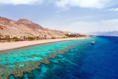 Panorama de la costa del mar Rojo de los arrecifes de coral