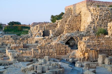 paisaje mediterraneo: Las ruinas de la antigua ciudad de Cesarea, Israel