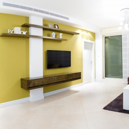 muebles de madera: Dise�o de interiores en una casa nueva