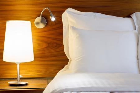 lit: Chambre design moderne avec un mobilier Banque d'images