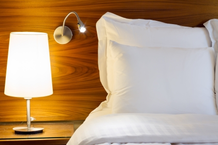 Dormitorio de diseño moderno con muebles Foto de archivo