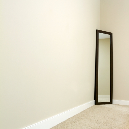 Empty room with carpet and mirror   photo