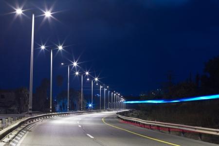 텔 아비브 욤 키퍼에서 밤에 고속도로
