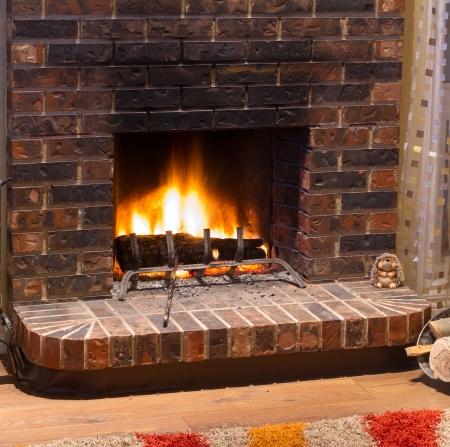 暖炉の新しい家のリビング ルームのインテリア デザイン 写真素材