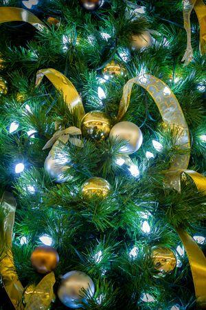 Decoraci�n del �rbol de navidad en el A�o Nuevo 2013 Foto de archivo - 16637633