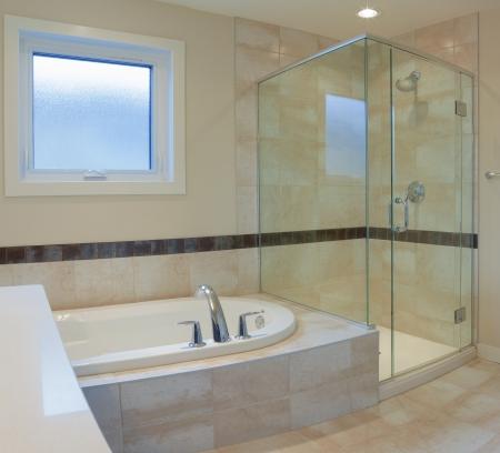 piastrelle bagno: Interior design di un bagno nella nuova casa