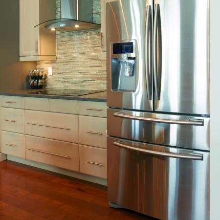 新しい家に近代的なキッチンのインテリア デザイン