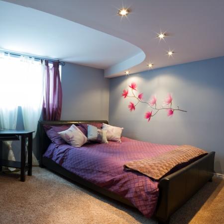 haus beleuchtung: Schlafzimmer mit Einrichtung in ein neues Haus.