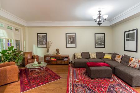 casa blanca: Sala de Dise�o de Interiores en una casa nueva Foto de archivo