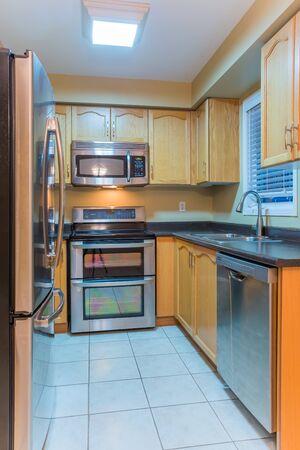 El diseño interior de la cocina moderna Foto de archivo - 37564722