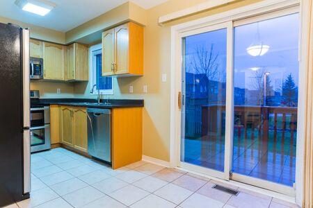 El diseño interior de la cocina moderna Foto de archivo - 37570867
