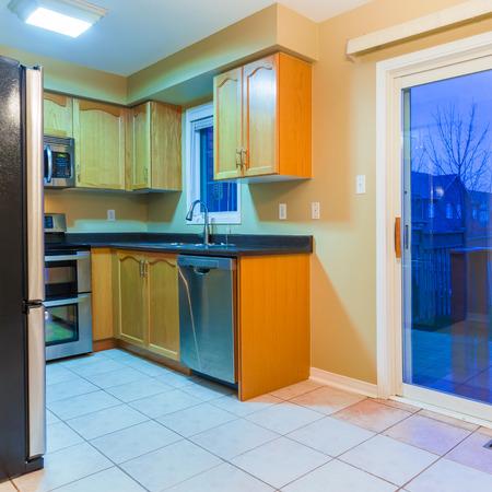 El diseño interior de la cocina moderna Foto de archivo - 37571154